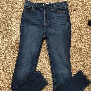 Hollister skinny jeans. 5 short